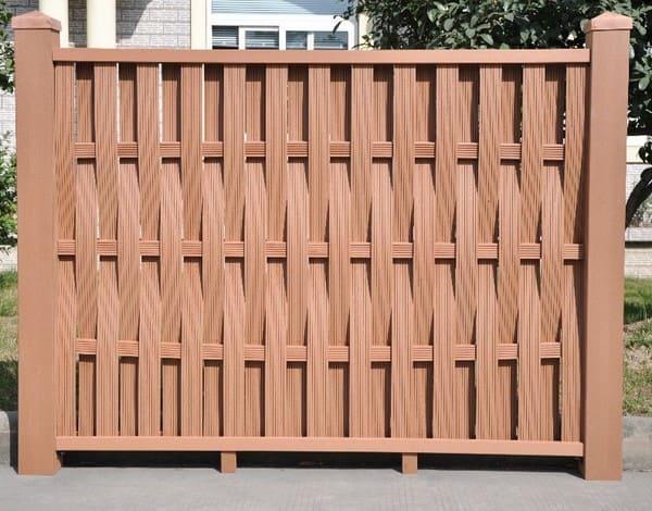 плетёный забор из дерева