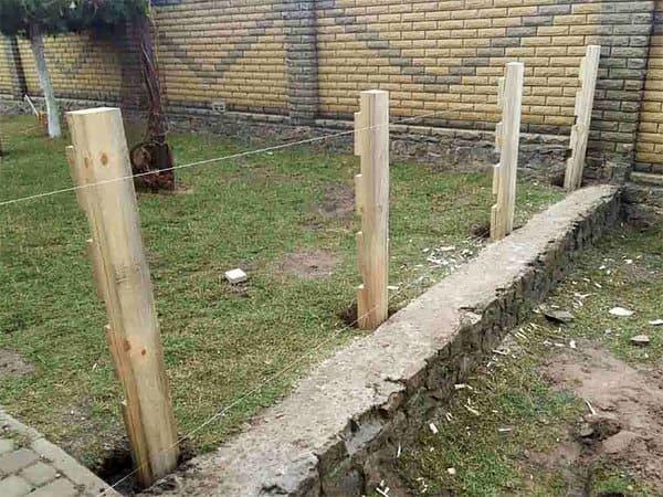 Забор из поддона своими руками для дачи