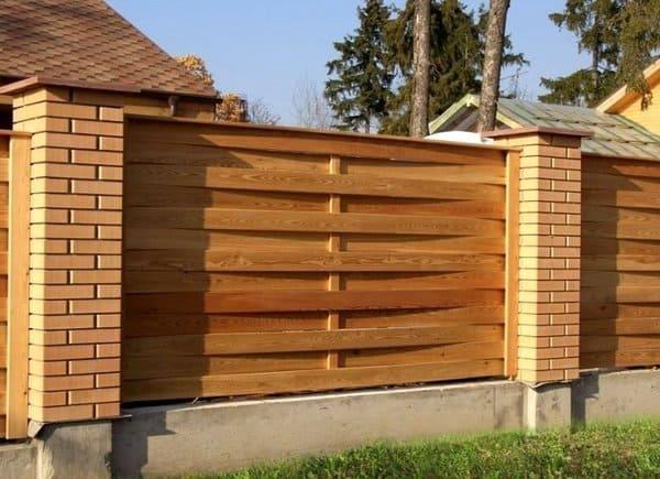 плетённый забор из досок