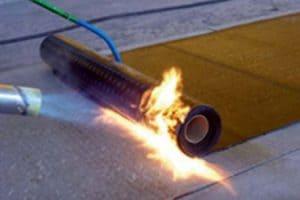 Какие виды рубероида на крышу использовать? Технология укладки для гидроизоляции наплавляемого рулонного материала - Обзор + Видео