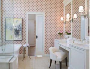 Как выбрать влагостойкие обои для ванной комнаты непромокаемые и моющиеся? Обзор + Видео