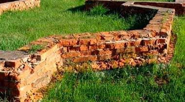 Как сделать ремонт и трещины фундамента старого деревянного дачного или частного дома своими руками: пошаговая инструкция - Обзор + Видео