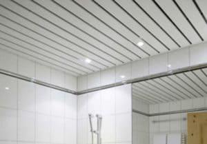 Потолок из сайдинга своими руками – укладка на кухне, в ванной или туалете - особенности монтажа + Фото и Видео