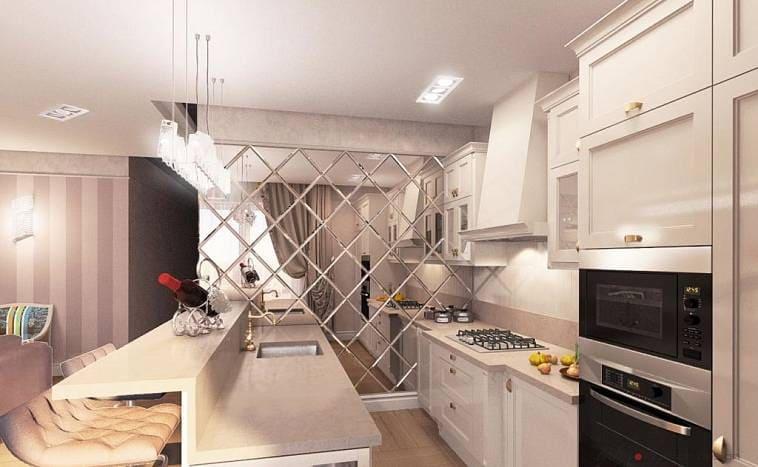 Кухня с зеркальной плиткой