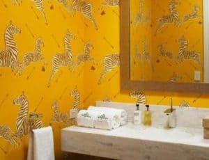 Как выбрать влагостойкие обои для ванной комнаты непромокаемые и моющиеся?