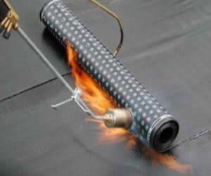 Какие виды рубероида на крышу использовать? Технология укладки для гидроизоляции