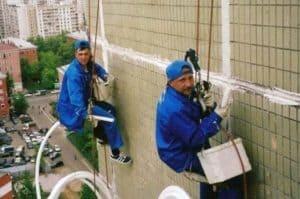 Как ремонтируют швы в панельных домах: Технология и кто должен