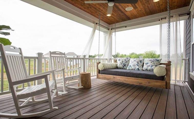 Большой балкон в частном доме
