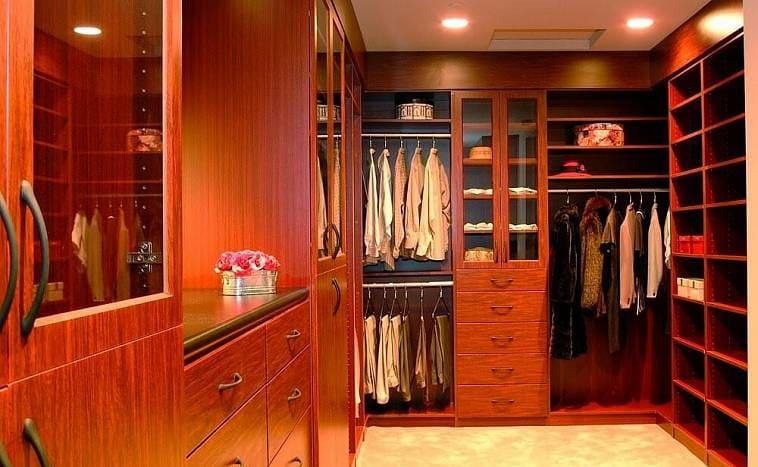 освещение в гардеробной комнате