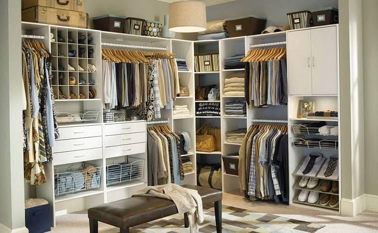 Грамотная сортировка вещей в гардеробной