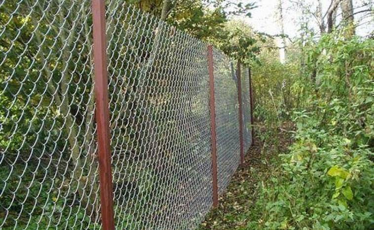 Как сделать забор из сетки рабицы