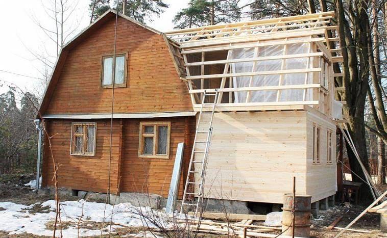 Пристройка к деревянному дому из бруса с мансардой