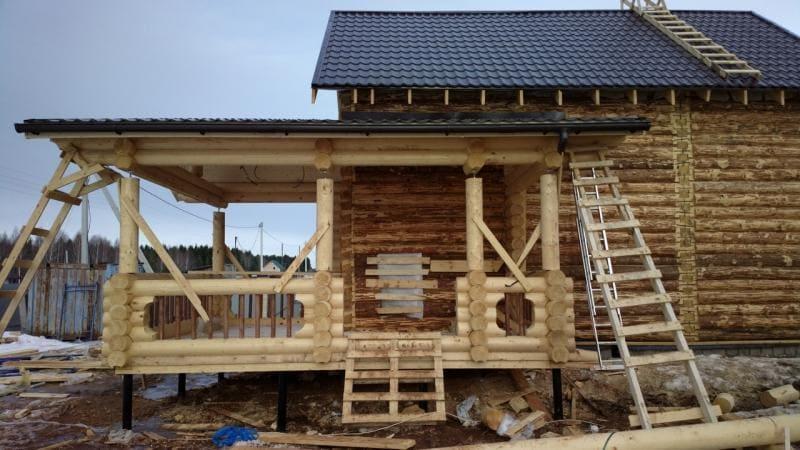 Пристройка из бревна к деревянному дому