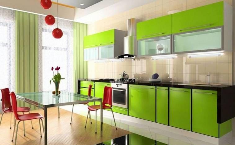 Контрастное сочетание кухни и столовой