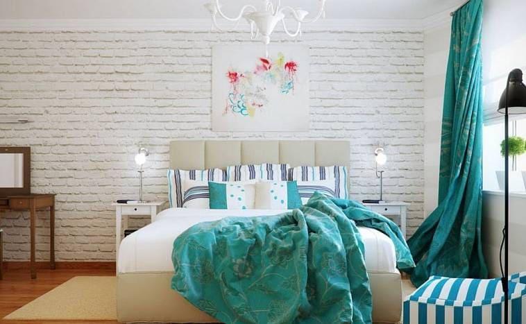 Спальня с яркими акцентами