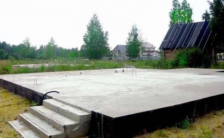 Плитный фундамент с битумным покрытием