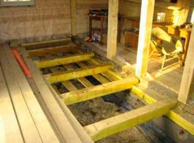 Монтаж деревянного пола в деревенском доме: настил на лаги или