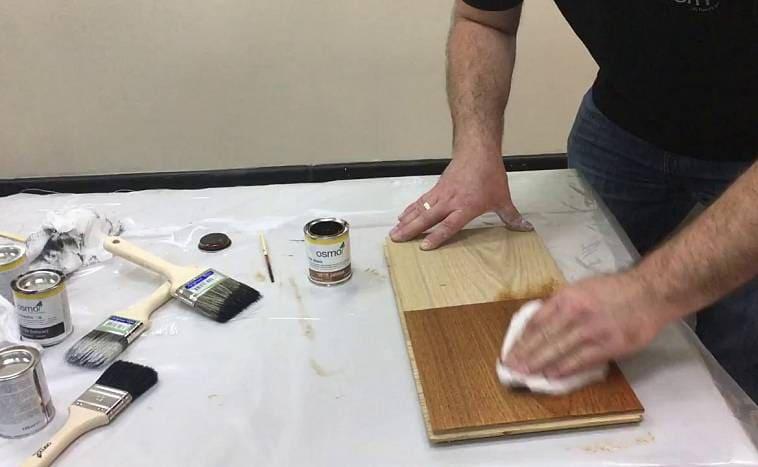 Нанесение масляной морилки