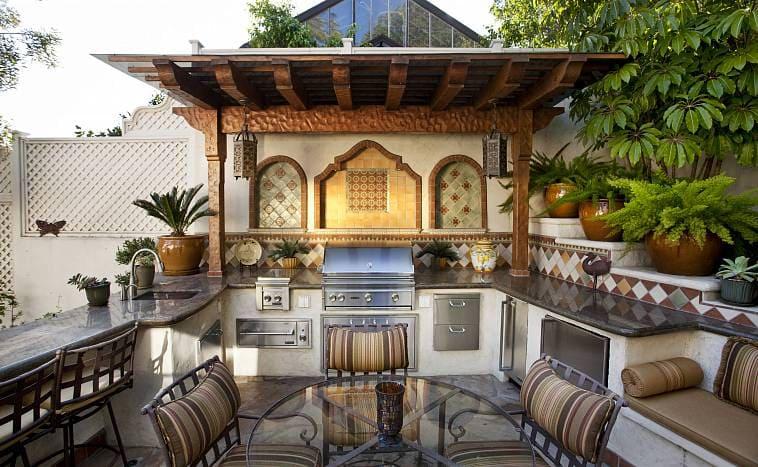 Летняя кухня в средиземноморском стиле
