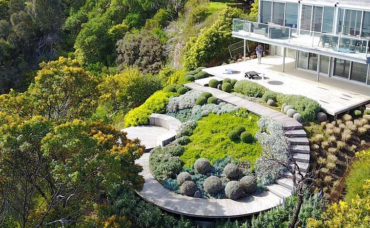 Пейзажный стиль в оформлении двора