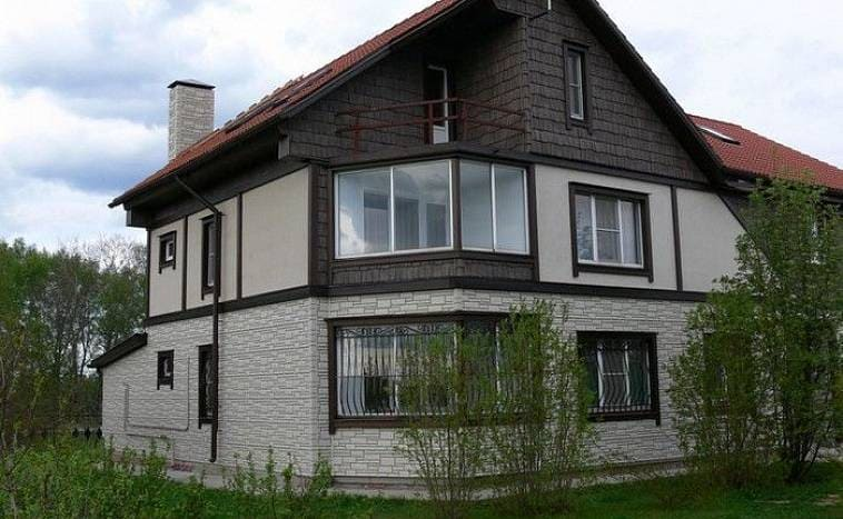 Дом с отделкой фиброцементным керамическим сайдингом