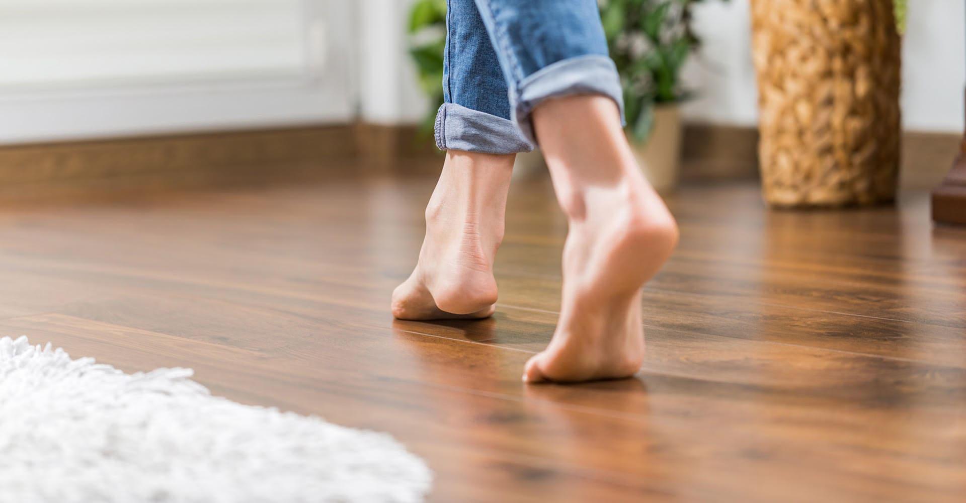 Кварцвиниловая плитка для пола: плюсы и минусы