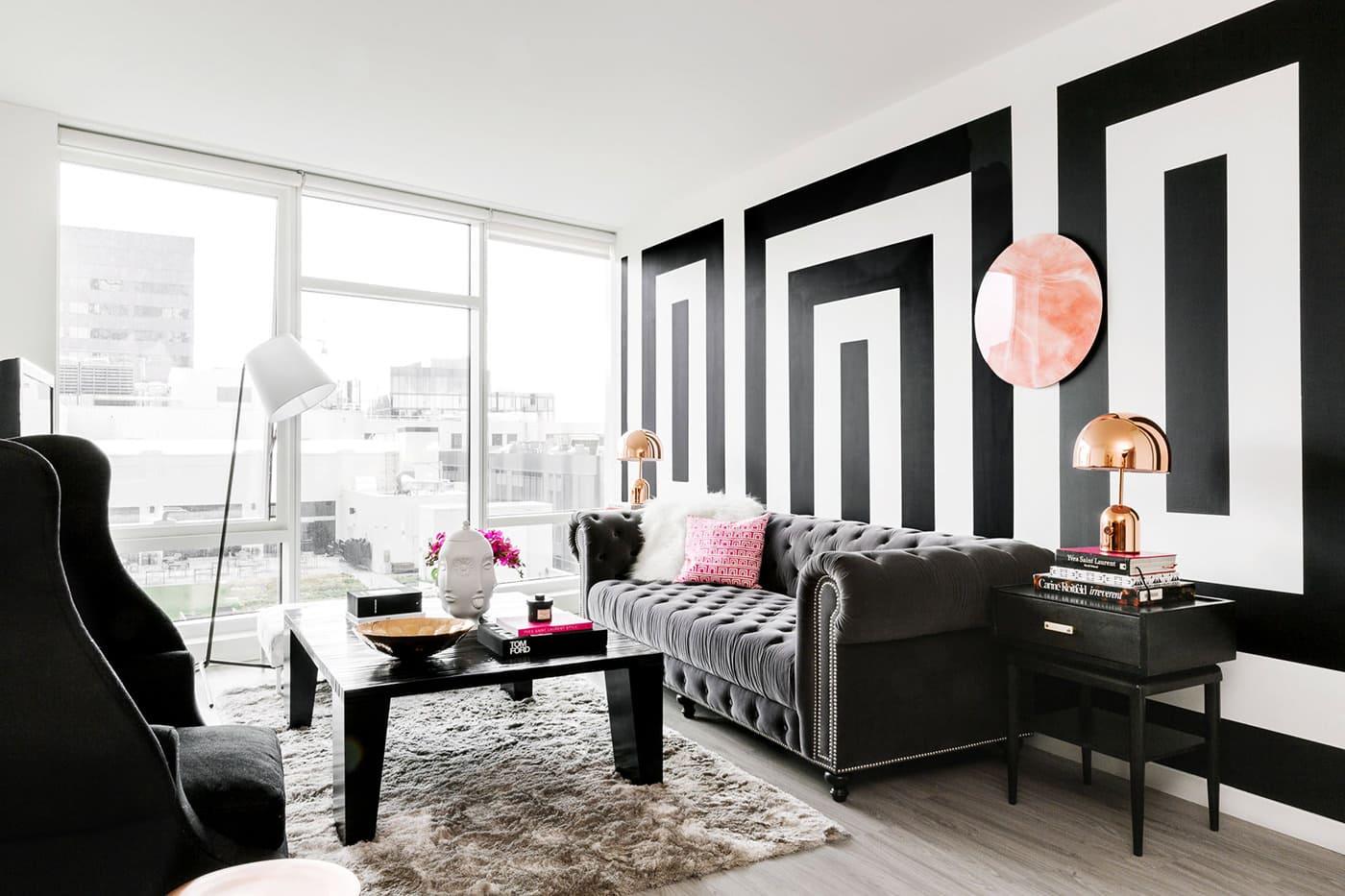 Черно-белые обои в интерьере: эффектная игра контрастов
