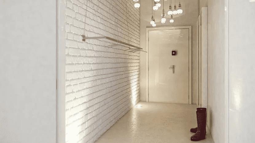 Как красиво сделать стены в прихожей 025