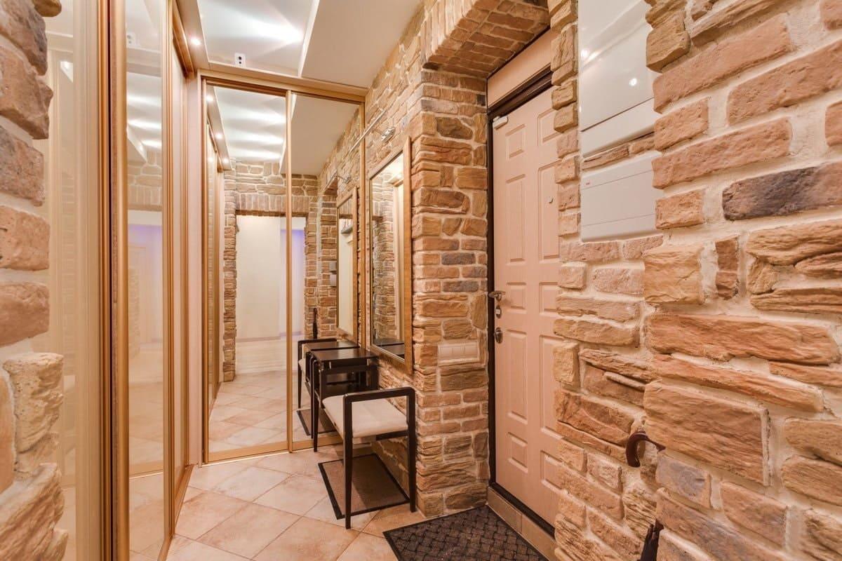Стены в прихожей - идеи для маленького коридора 03