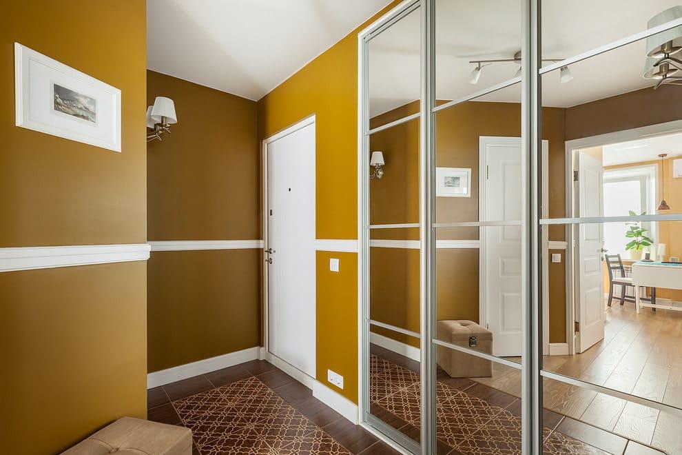 Стены в прихожей - идеи для маленького коридора 13