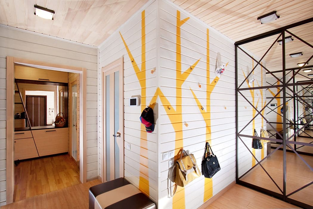 Стены в прихожей - идеи для маленького коридора 15