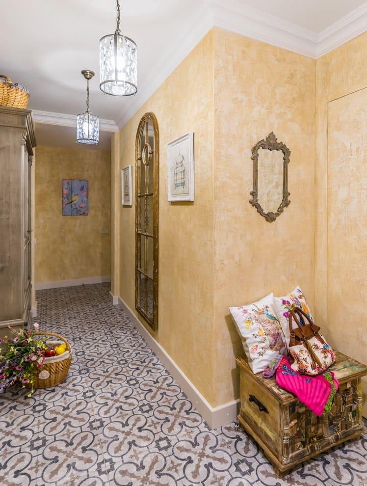 Стены в прихожей - идеи для маленького коридора 19