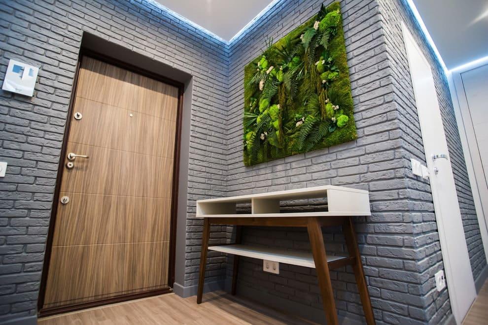 Стены в прихожей - идеи для маленького коридора 25