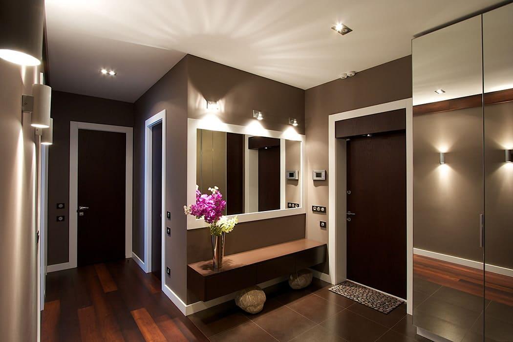 Стены в прихожей - идеи для маленького коридора 29