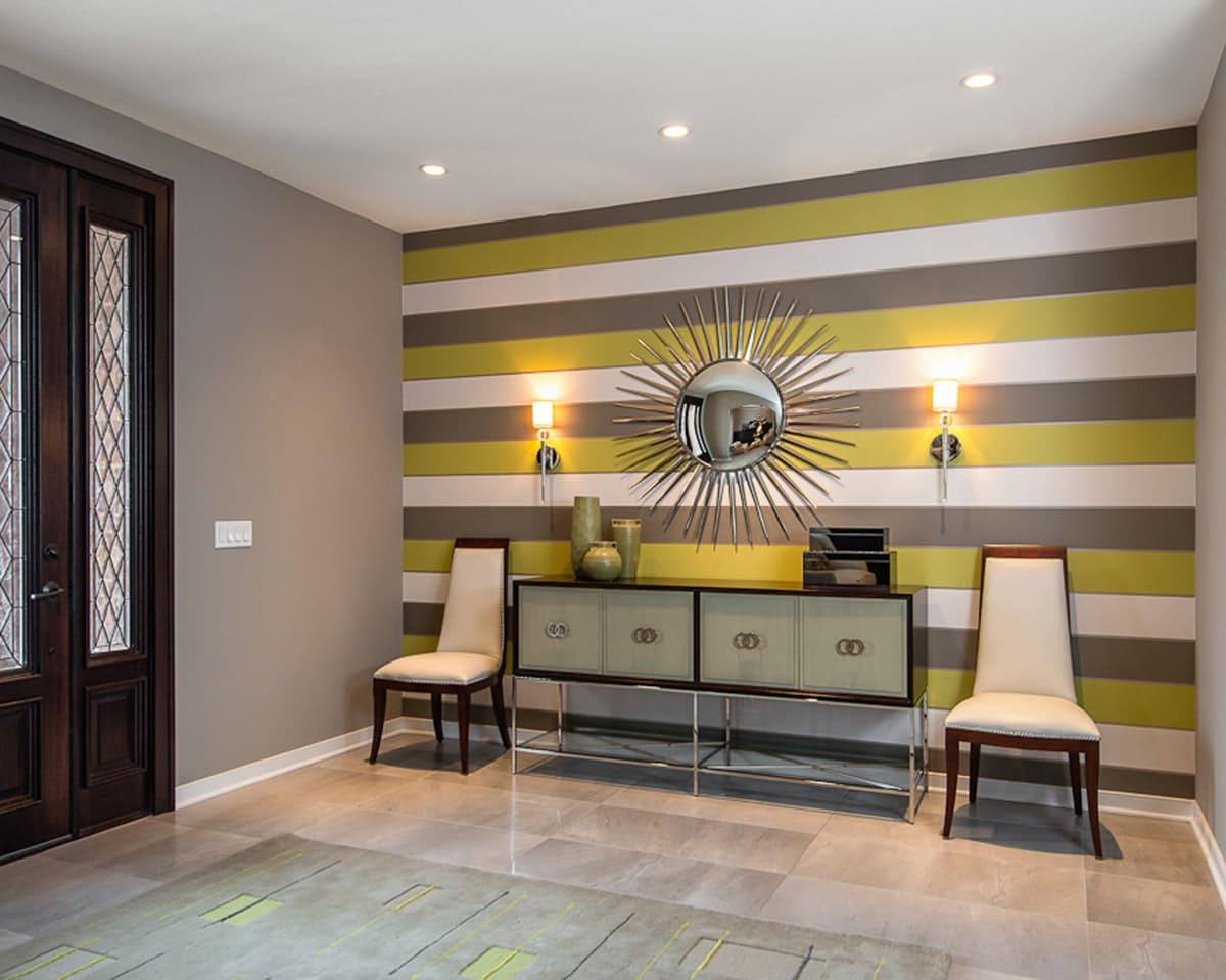 Стены в прихожей - идеи для маленького коридора 44
