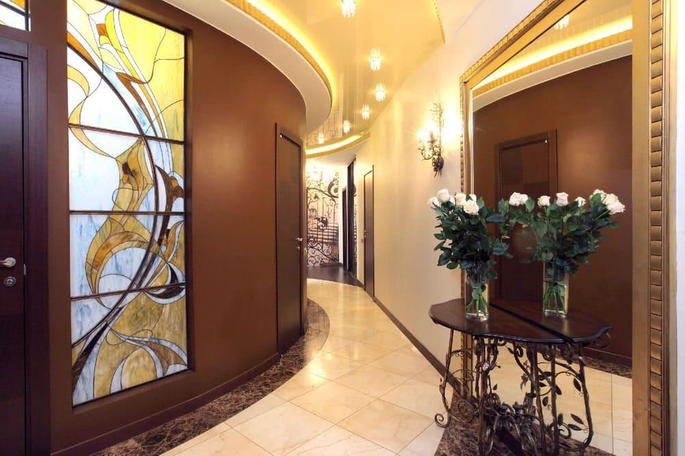 Стены в прихожей - идеи для маленького коридора 52