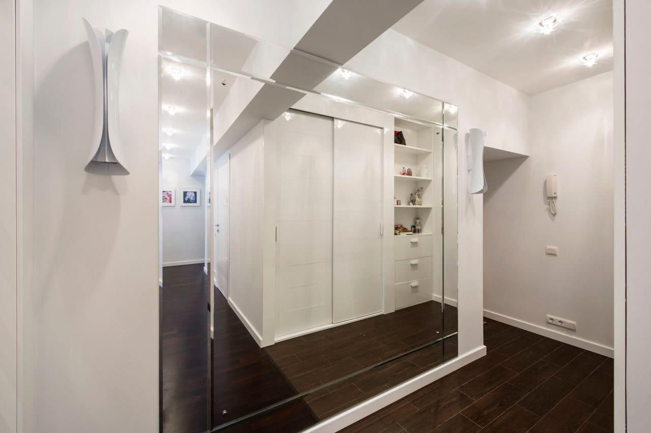 Стены в прихожей - идеи для маленького коридора 54