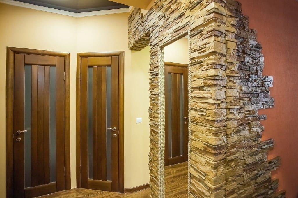 Стены в прихожей - идеи для маленького коридора 65