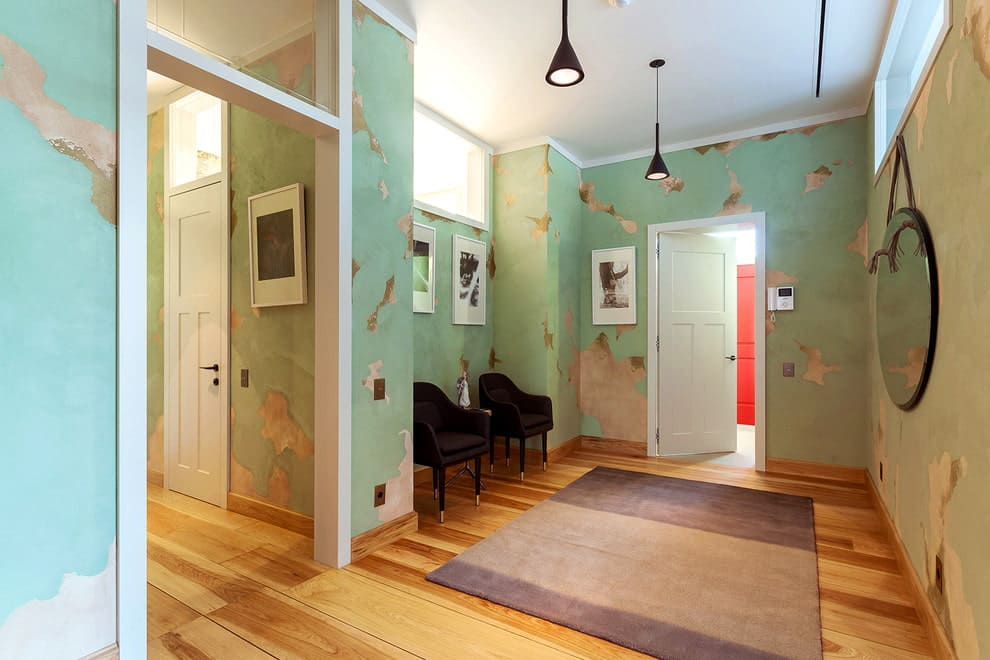 Стены в прихожей - идеи для маленького коридора 72