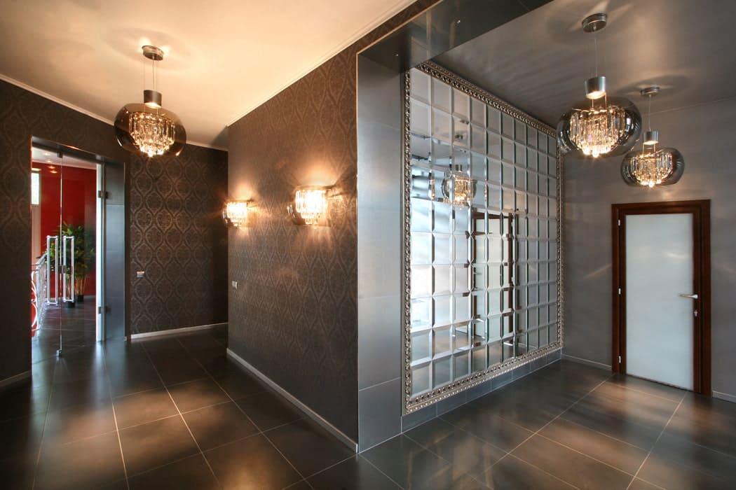 Стены в прихожей - идеи для маленького коридора 73