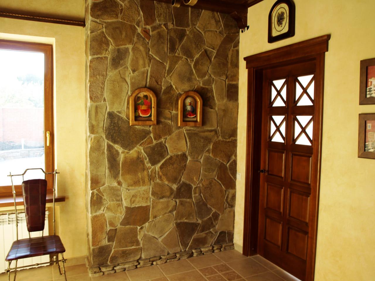 Варианты интерьера в прихожей - камень, ламинат, плитка, фреска 034