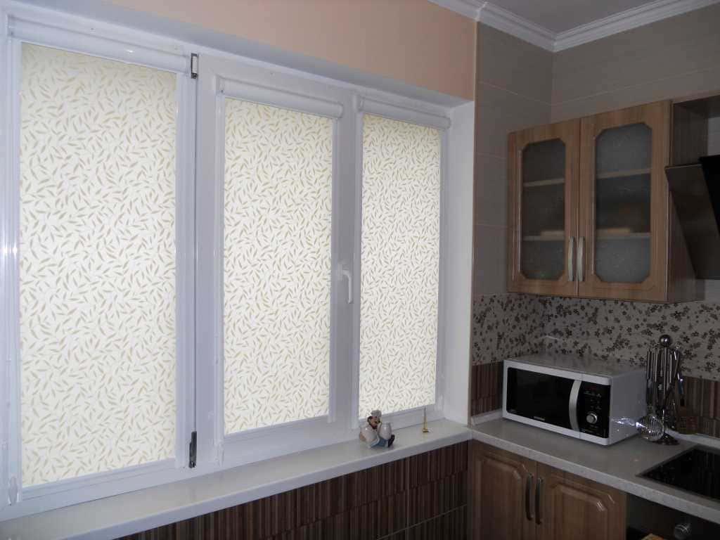 Рулонные шторы - плюсы и минусы установки, выбор материалов 096