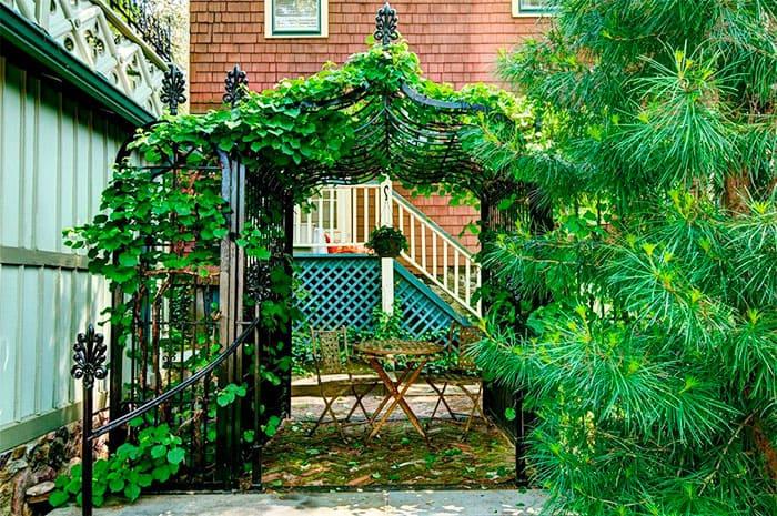 Виды дачных беседок - идеи простых садовых, открытых и закрытых вариантов 012